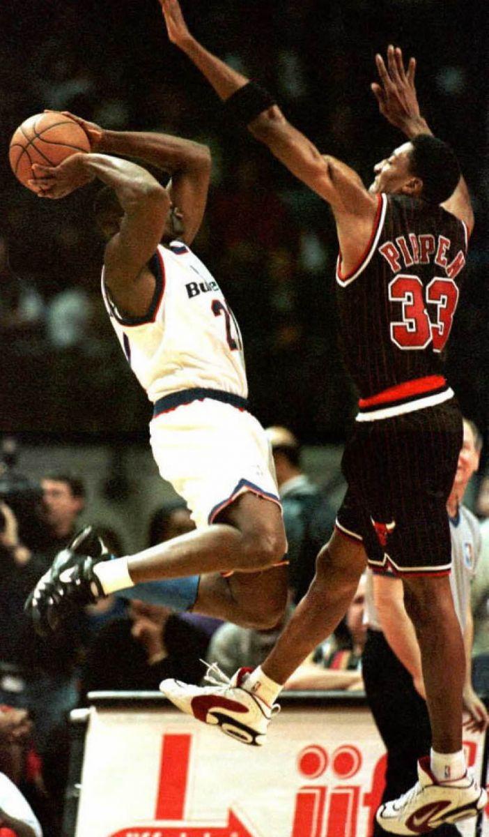 on sale 0c7ef 07cd0 Champion Chicago Bulls jersey 33 Scottie Pippen black 90er ...