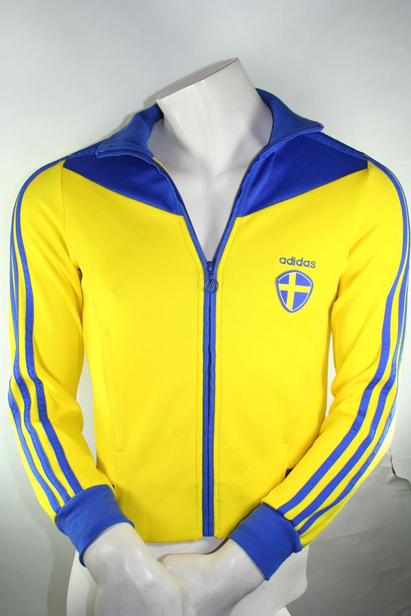 Jacken » Fußball von adidas in gelb im Online Shop von