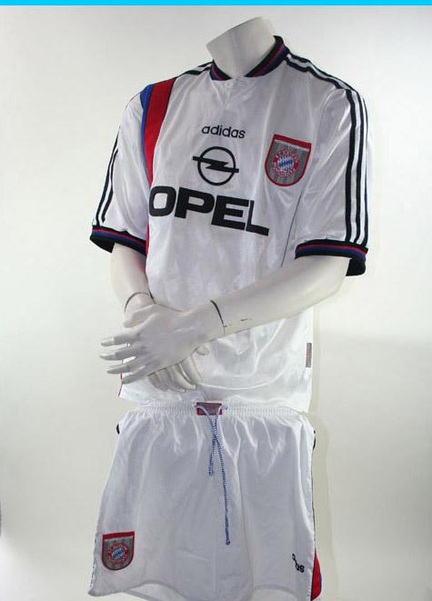 Adidas FC Bayern München Uefa Cup Sieger Trikot + Hose